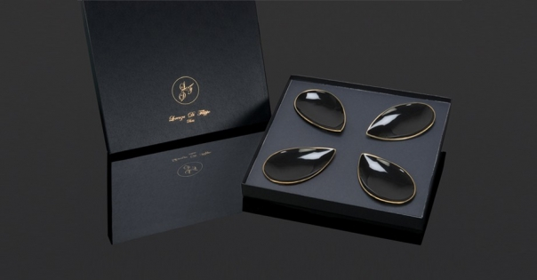 Coffret assiettes porcelaine - En noir et or - Modèle Pétale Alizée - Photo non contractuelle - Lorenza-difilippo.fr