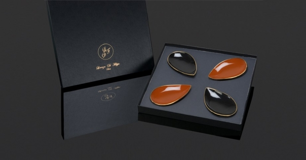 Coffret assiettes porcelaine - En noir et caramel - Modèle Pétale Alizée - Photo non contractuelle - Lorenza-difilippo.fr