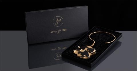 Collier de luxe - Modèle Perlia en noir et or - Lorenza-difilippo.fr