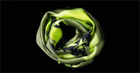 Foulard en soie vert - Modèle Anamélia vert - Lorenza-difilippo.fr